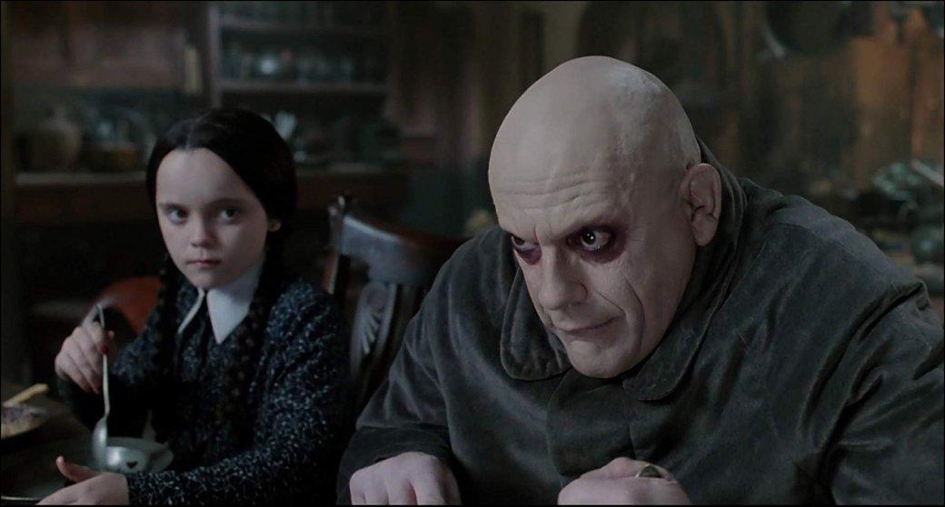 31октября выходит новый американский мультфильм «Семейка Аддамс» (The Addams Family) о, пожалуй, самой необычной семье вистории человечества. Ктоже такие Аддамс исчего все начиналось? Мывспоминаем иоригинальные комиксы, ипредыдущие ихэкранизации.
