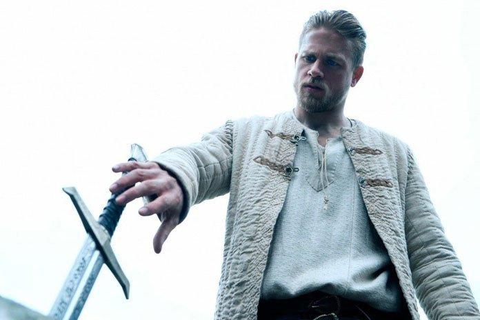 А могло быть эпично: Гай Ричи вырезал 1,5 часа из «Меча короля Артура»