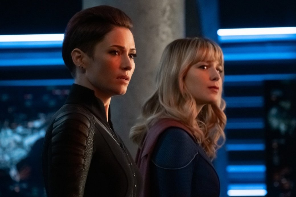 Супергерои собрались вместе на новых кадрах из «Кризиса на Бесконечных Землях»