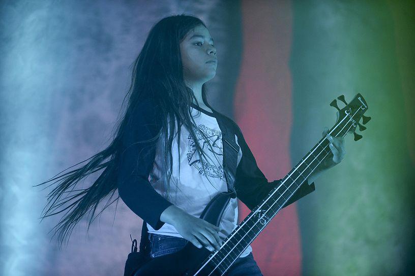 Посмотрите, как 12-летний сын басиста Metallica выступает с Korn