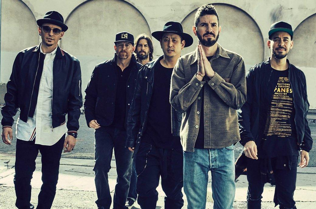 «Наши сердца разбиты»: Linkin Park прощается сЧестером Беннингтоном