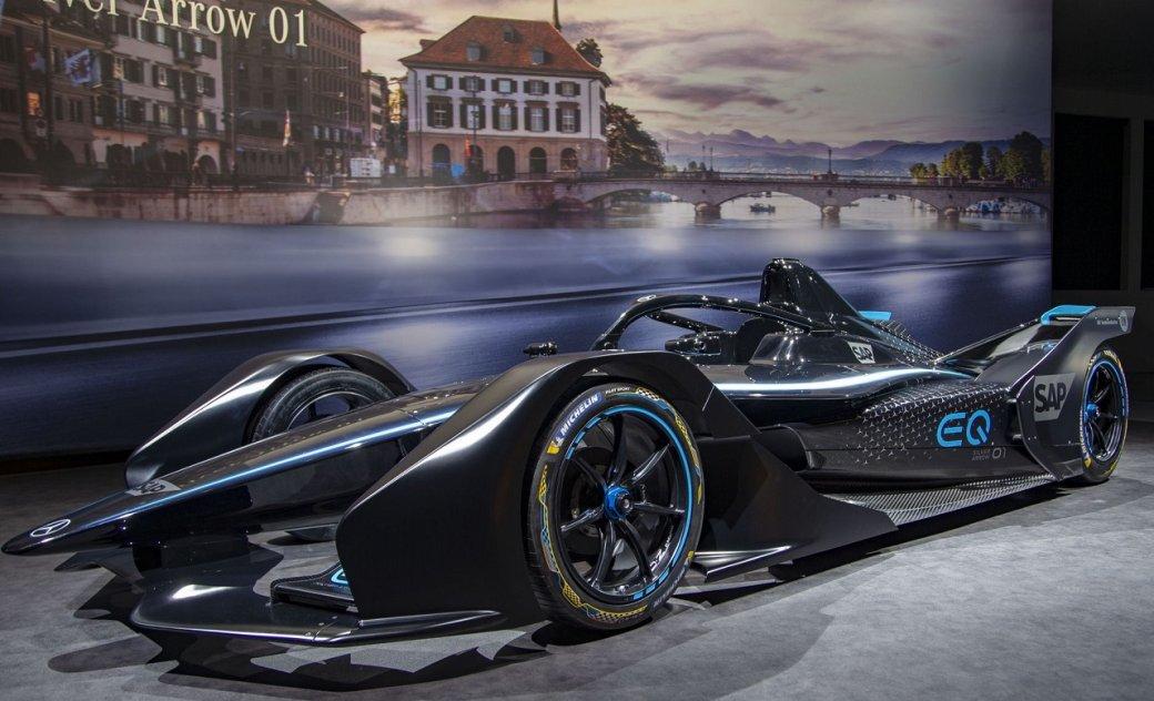 Mercedes-Benz представила EQSilver Arrow 01— свой первый гоночный электромобиль