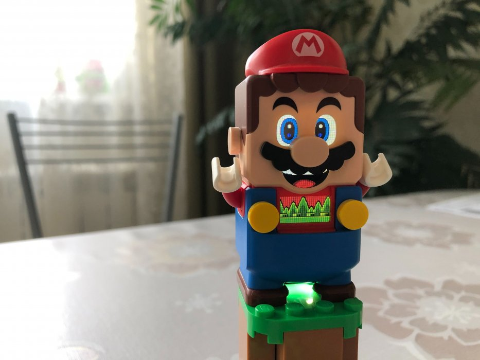 1августа LEGO выпустит набор поигре Super Mario Bros. Нас ждут Марио, монеты игрибы, атакже оппоненты слесаря. Новый набор отличается отклассических вариантов конструктора— LEGO удалось создать изкубиков настоящую настольную игру. Редакция «Канобу» ознакомилась снабором заранее иделится своим мнением.