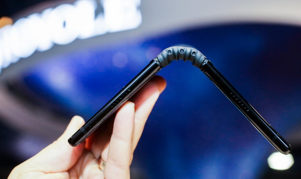 TCL готовит квыходу пять гибких смартфонов: два планшетофона, пару «раскладушек» иодин браслет