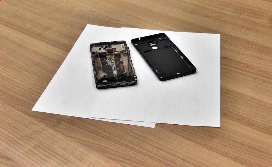 Вроссийской школе науроке загорелся смартфон Xiaomi