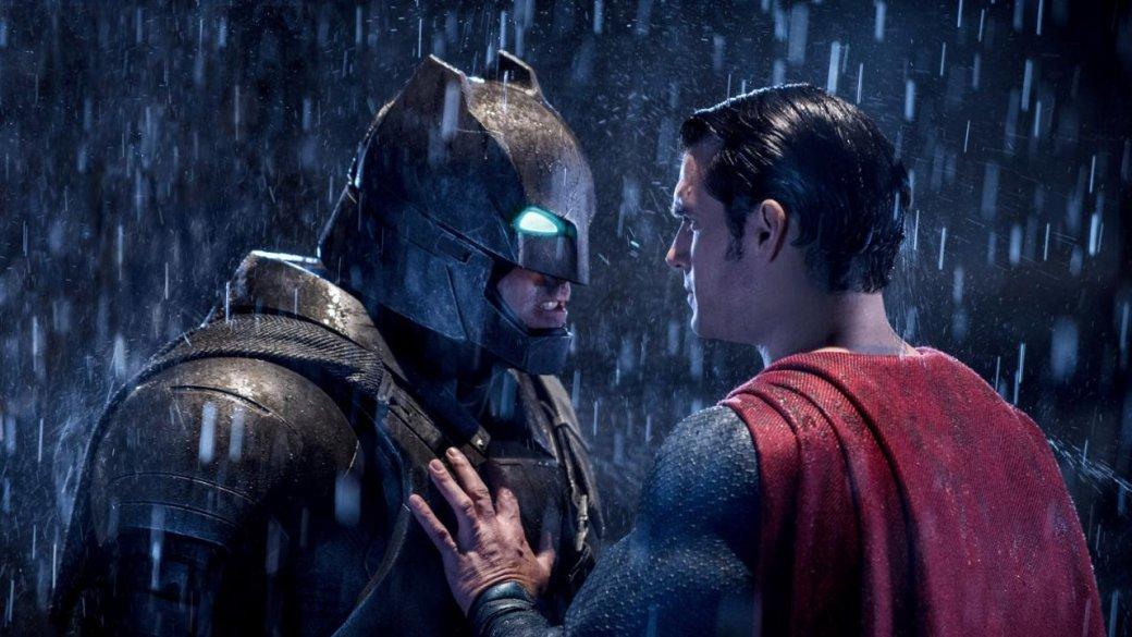 24 марта наступило, самый долгожданный супергеройский фильм вышел на экраны и… был тут же освистан критиками. У картины определенно есть проблемы, его впору называть «Бэтмен против Супермена против вагона проблем и костяной обезьяны: На заре волны увольнений в WB», и все же этот фильм способен нереально, до дрожи впирать.