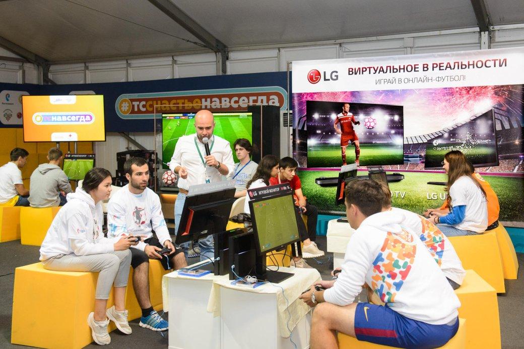 LG провела на форуме «Территория смыслов на Клязьме» киберфутбольный турнир