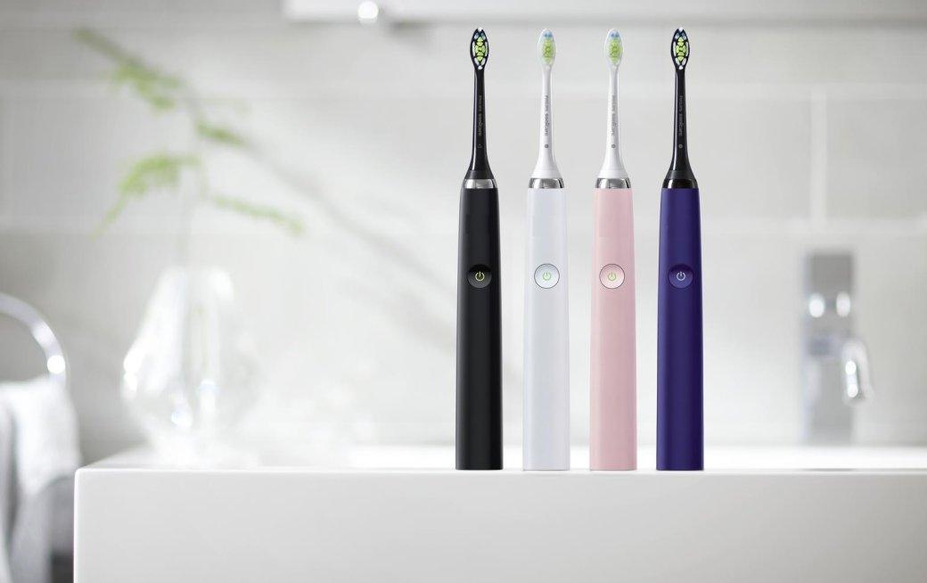 Электрические зубные щетки давно недиковинка, аполезные доступные гаджеты для современного человека. Они круто выглядят, аглавное— намного лучше чистят иотбеливают зубы, чем обычные щетки. Чтобы вынезапутались вмоделях, собрали лучшие, нанаш взгляд, ипопулярные модели механических, звуковых иультразвуковых электрических зубных щеток.