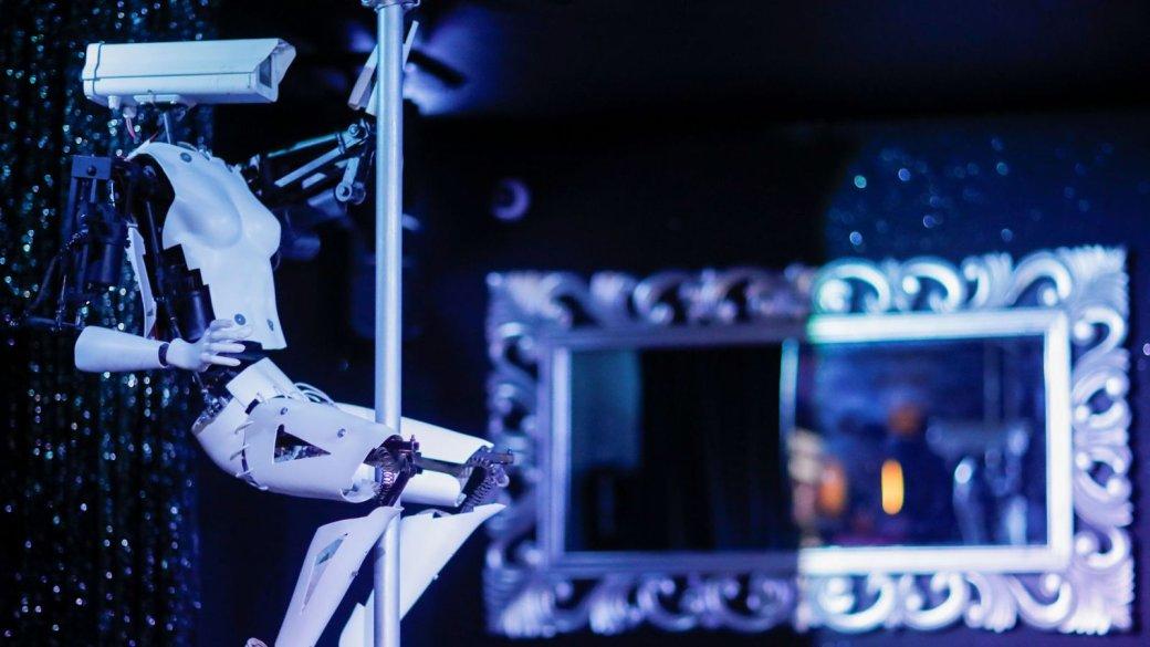 У французского ночного клуба появились роботы-стриптизерши