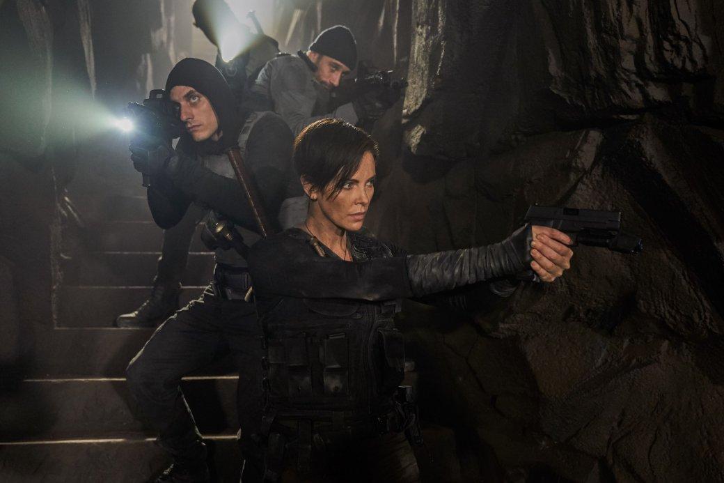 5 лучших фильмов 2020. 5 место. «Бессмертная гвардия» — отличное жанровое кино о вечной жизни