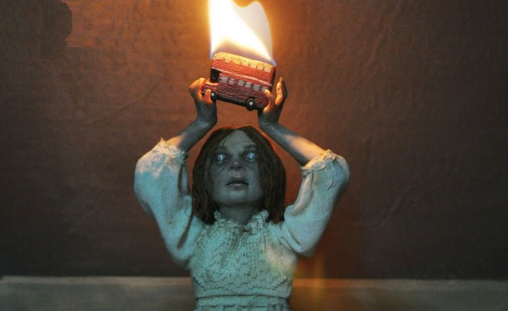 20мая закончилась мини-серия The Dollhouse family, рассказывающая одемоническом кукольном домике. Разбираем, чемже эта история запоминается.