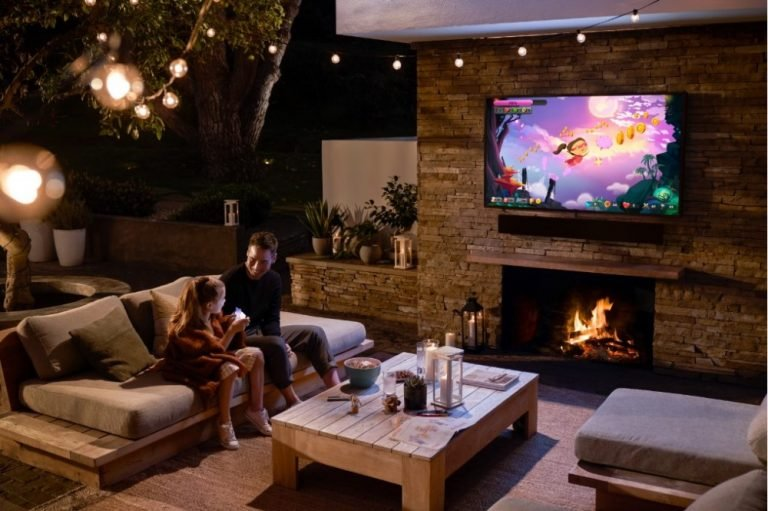 Samsung представила вРоссии дорогие 4К-телевизоры Terrace для улицы, дачи или частного дома