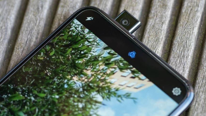 Huawei PSmart Zвыходит вРоссии: бюджетный селфифон свыдвижной камерой