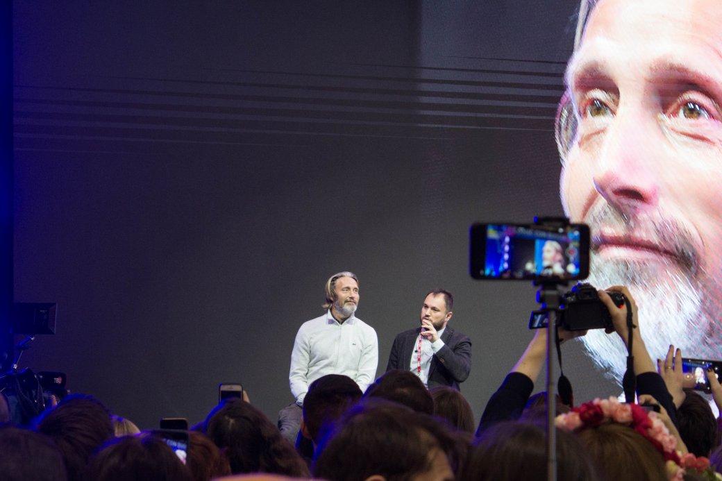Миккельсен сКодзимой, Эндрю Скотт, клип Lumen поБэтмену. Comic Con Russia и«Игромир» 2019. День3