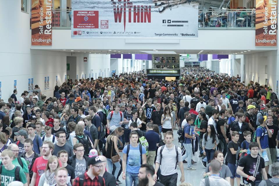 Пятый год к ряду немецкий Кельн превращается в место, где собираются геймеры со всей Европы, чтобы увидеть и даже попробовать в деле все самые интересные и ожидаемые игры. Но gamescom — это не просто «сельскохозяйственная» выставка, на которой разработчики показывают своих лучших племенных «овечек» в надежде пристроить их в хорошие руки. За последние два года Кельн стал местом, где крупнейшие студии и издатели анонсируют новые игры. Посетители gamescom 2014 смогли увидеть их первыми. О том, как устроена выставка в этом году, вы узнаете из нескольких подборок фотографий.